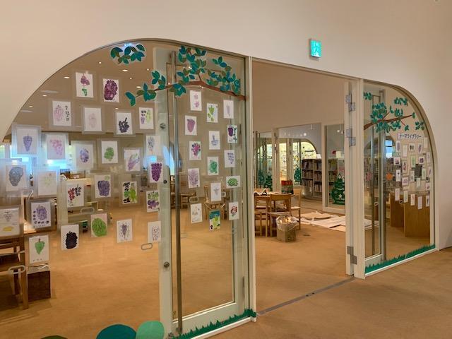 「武蔵野プレイス」で展示中のワークショップ「おいしいぶどう すっぱいレモン」応募作品