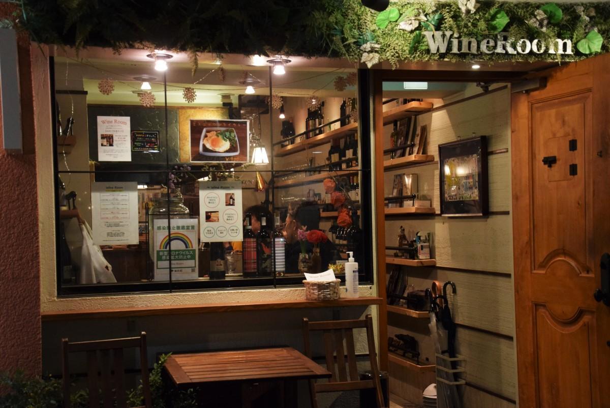 ヨドバシ裏にあるワインバー「Wine Room」のエントランス