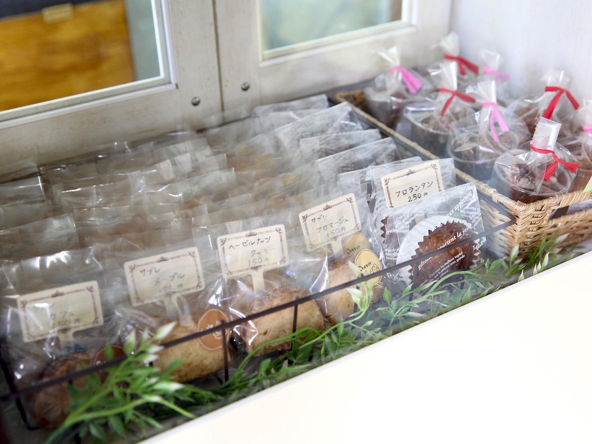 「un verre」の店内に並ぶ焼き菓子