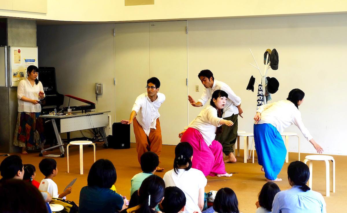 吉祥寺シアター企画協力事業として武蔵野プレイスで2019年に上演した短編「ぞうれっしゃがやってきた」