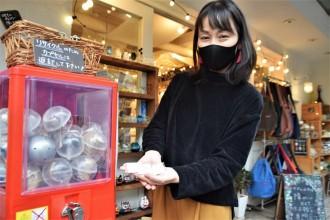 吉祥寺の雑貨店「マジェルカ」にガチャガチャ 1,000円で本真珠アクセサリー