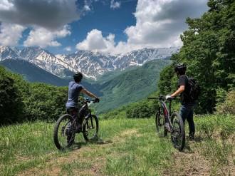 電動アシストマウンテンバイクで白馬の魅力に触れるガイドツアー開催へ