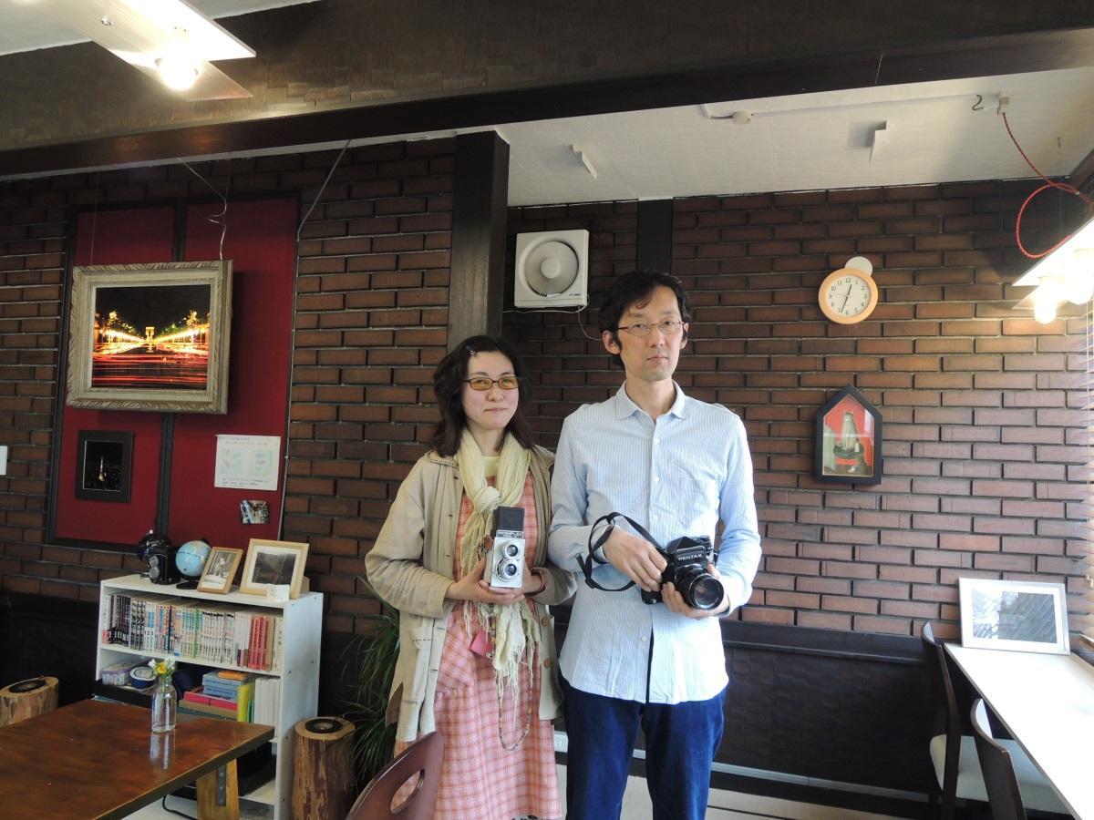 店主の浅野さんと妻のみいさん