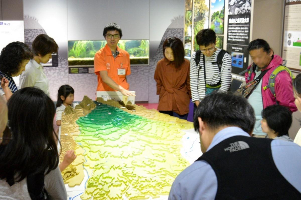 地形模型を見ながら聞くスポット解説「武蔵野台地」