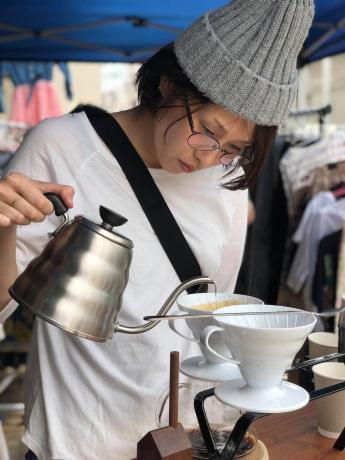 「旅するバリスタ」として店舗を持たずに活動する草薙さん。プロジェクトに共感し千葉から参加している