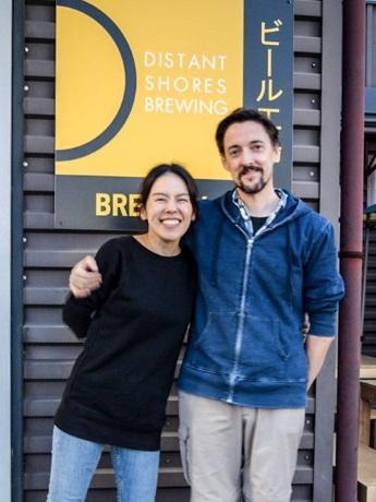 オーナーの芦川マイケルさんと妻の悟子さん