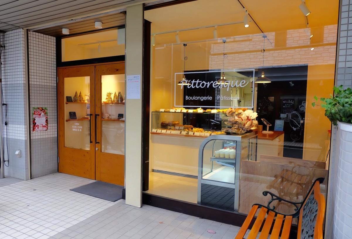 店名「Pittoresque(ピトレスク)」は「絵に描きたくなるような、人目を引く店にしたい」という思いから名付けた