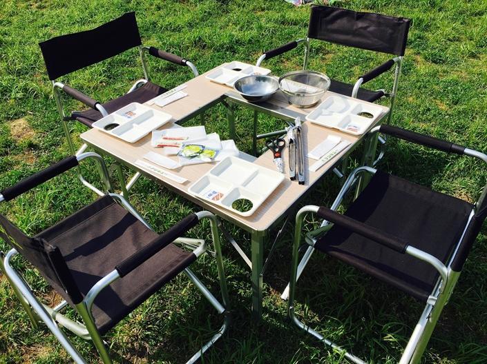調理機材だけでなく、簡易テーブルや椅子も充実
