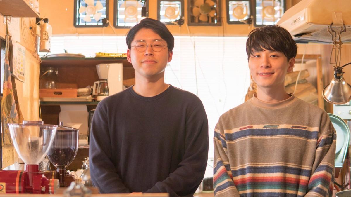 左=店長の鈴木仰さん、右=スタッフの原康太さん (photo by Yosuke Sato)