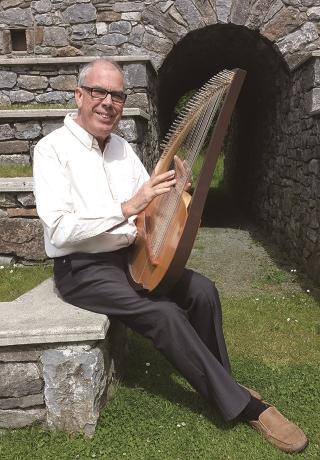 ライアー奏者のジョン・ビリングさん