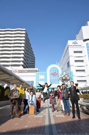 「西東京ペデライブ」会場に集まる西東京市文化芸術振興会のメンバー