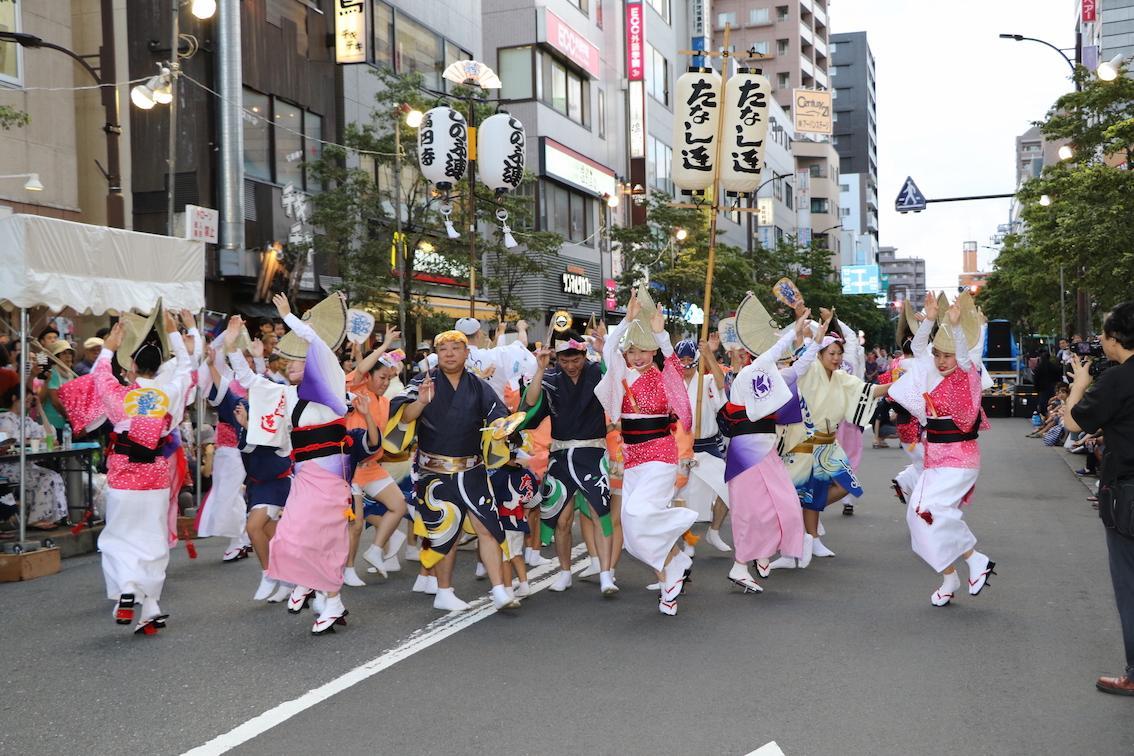 初回からの参加団体「高円寺しのぶ連」と共演の「たなし連」。ファイナルでの勢いある演舞にも期待が高まる