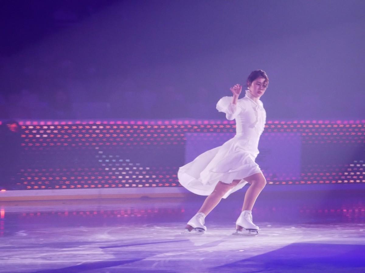 氷上で「シンドラーのリスト」の世界観を表現する村上佳菜子さん