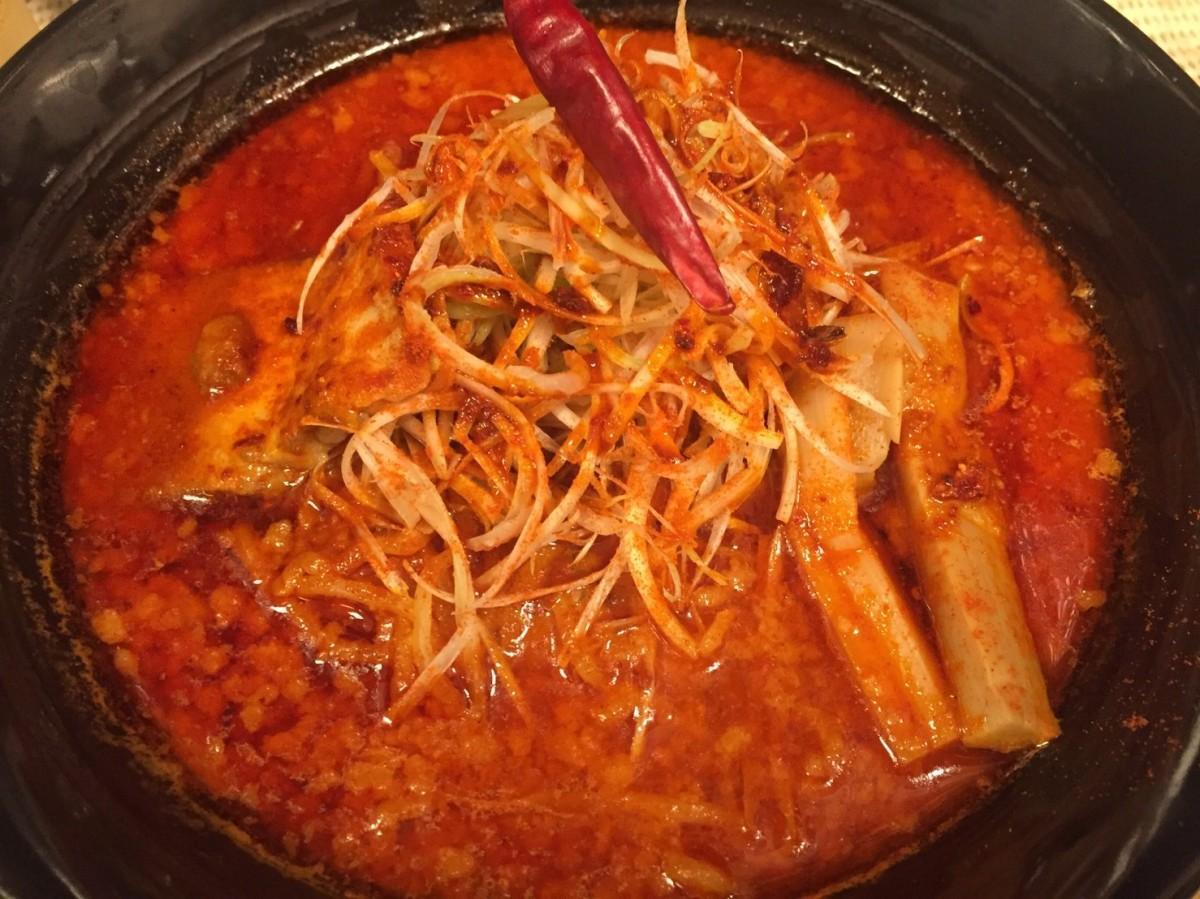 麺匠和蔵の辛味噌ラーメン「赤鬼」(900円)。辛さランクは5の「ヤバ辛」