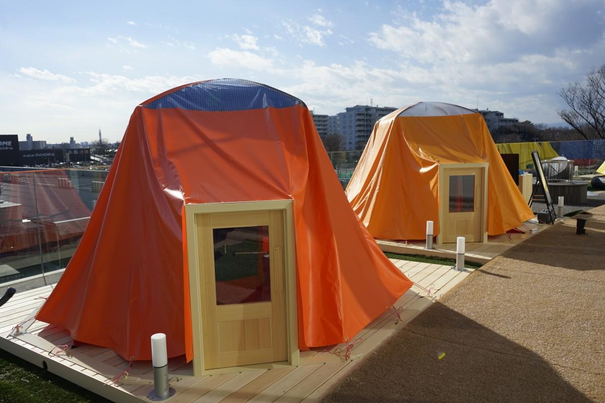 屋外テラスに設置されたテント型サウナ「グラウナ」