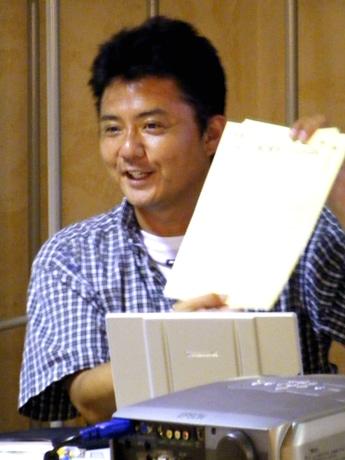 モンベル三ノ宮店でトークショーを行う水中写真家の宮道成彦さん