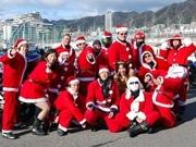 バイクに乗ったサンタ16人が神戸を走行-バイクなどにクリスマス装飾