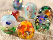 神戸でガラス玉作品展-とんぼ玉やアクセサリーなど150点展示