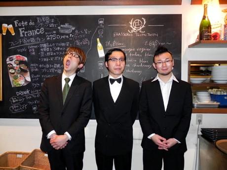 インストバンド「ザッハトルテ」のチェロ・ヨース毛さん、ギター・ウエッコさん、アコーディオン・都丸智栄さん
