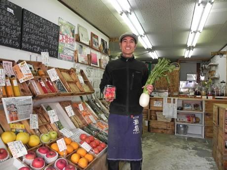 「リズム青果」店主・新垣亮さんは、自分流の青果店を見つけた