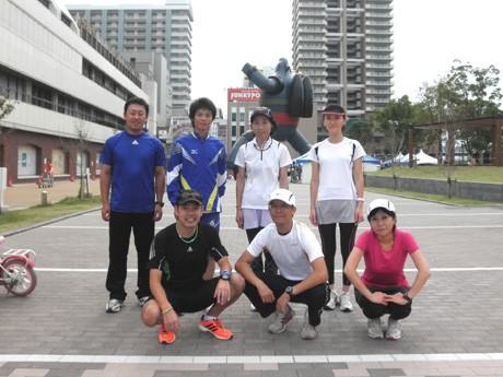NPO法人ランナーズクラブ「Souto(ソウト)」の石本さん(左下)と参加者の皆さん