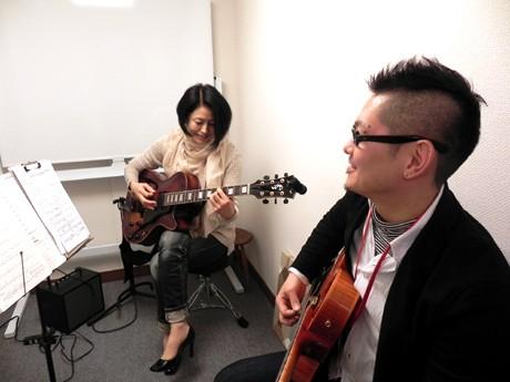 ギター教室「アルマ」のレッスン風景