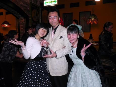 金賞を受賞した福岡県在住の会社員・佐藤晃一さん(42)とその家族