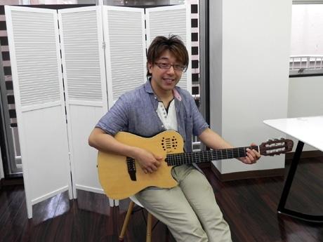 講師を務めるプロギタリストの山田忍さん