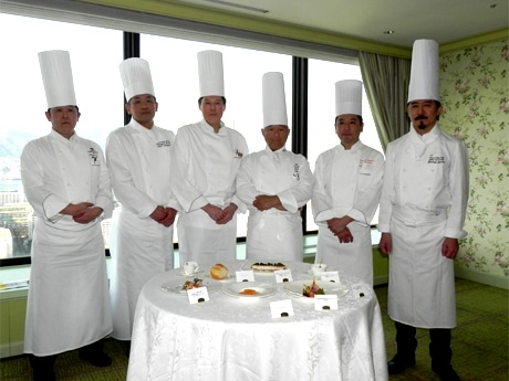 参加する6ホテルの総料理長ら