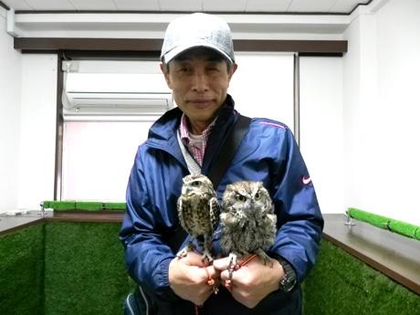 店主の近野吉晴さんとビビ&ジョージ