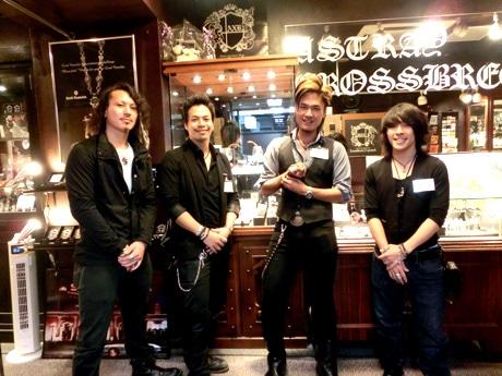 神戸・三宮東門街にシルバーアクセサリーショップ「Artraycrossbreed 三宮店」がオープンする