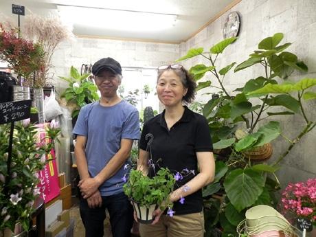 「FLORIST Chinkaen(フローリストちんかえん)」店主の加川昌憲さんと純子さん