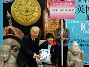 神戸市立博物館、入館者1000万人達成 広島在住の小学生に記念品贈呈
