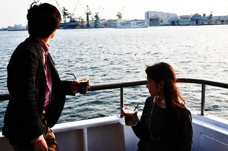 ファンタジー号から眺める神戸港の風景