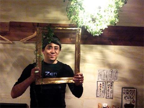 炭火鶏料理と野菜の店「鶏屋 ぜんろく 元町店」の店主・山内圭二さん