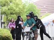神戸のシンガー、自転車で被災地つなぐ 「カミングコウベ」企画で