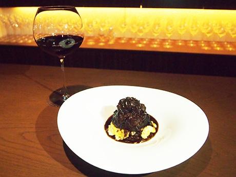 「牛ほほ肉の赤ワイン軽い煮込み」と赤ワイン