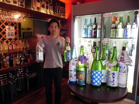時間制セルフ飲み放題の店「AREA51(エリア51)」店主の上野浩一さん