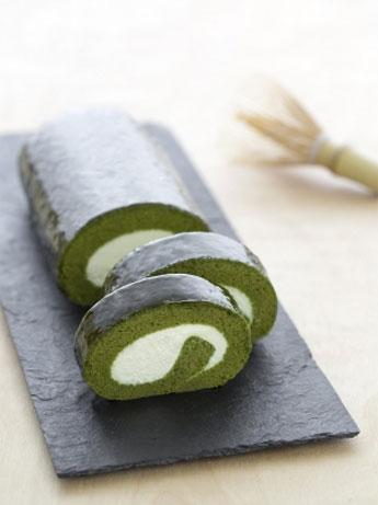 「京都宇治抹茶生チーズロール」(1本1,620円)