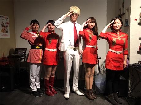 「シャア専用ガンダムバー Char Aznable 三宮店」の大佐と神戸店の元スタッフら