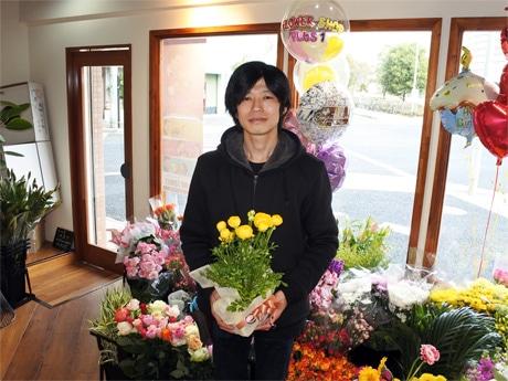 「フラワーショップ +1(プラスワン)」の店主・小河(おごう)信輔さん
