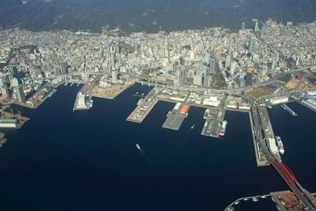 神戸市などが展開する観光キャンペーン「おとな旅・神戸」が2月18日・25日に放送されたNHKの人気テレビ番組「ブラタモリ」で取り上げられたコースを体験するプランを展開