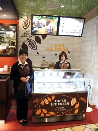 「モンロワール umie モザイク店」でしか味わえないという新商品「6種のカカオアイスクリーム」を提供