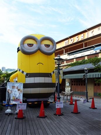 神戸ハーバーランド「umieモザイク」に巨大「ミニオン」出現
