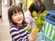 神戸・三宮本通商店街でグリーンマーケット 子ども店員が接客