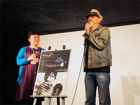 公開初日の初回上映後には、伊藤智生監督が舞台あいさつに登場