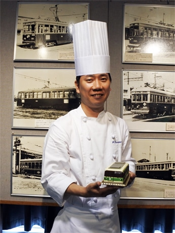 神戸市営交通が100周年 地下鉄車両を模した記念ケーキも
