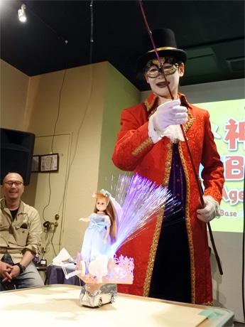 初代「最ヘボ賞」は、クラウン(道化師)として活動する「ジャックと0884(オハヤシ)クン」のロボット「アンジェリカ様」