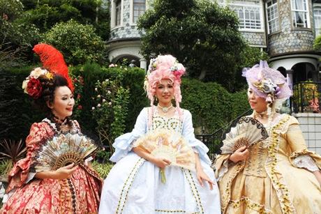 神戸北野異人館「うろこの家」一帯で「ロココドレス(ローブ ア ラ フラアンセーズ)を身に着けて」ツアー撮影会