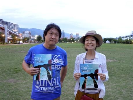 「神戸光フェスタ」実行委員長のナカノサヤカさん(右)と副委員長のzenrin(ぜんりん)さん(左) 撮影場所=みなとのもり公園(震災復興記念公園)